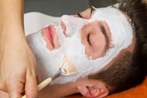 Maske und Peeling gegen eingewachsene Haare