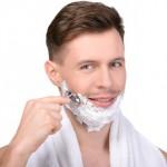 Bei der Rasur können vorallem am Hals Rasierpickel entstehen