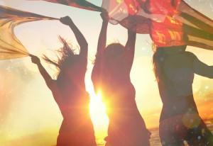 Ein dünnes Tuch gegen die Sonne hilft besonders frisch eingewachsenen Haaren und Rasurbrand!
