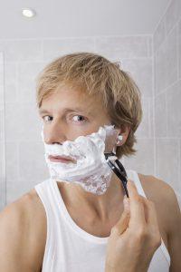 Die meisten Haare wachsen im Gesicht nach der Rasur ein