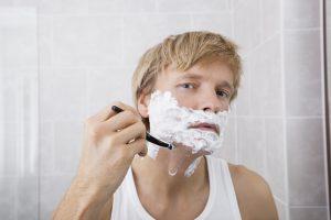 Die Haut am Hals ist besonders dünn und dadurch empfindlich.