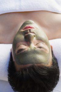 Regelmäßige Behandlungen mit Tonerde werden das Hautbild deutlich verbessern.