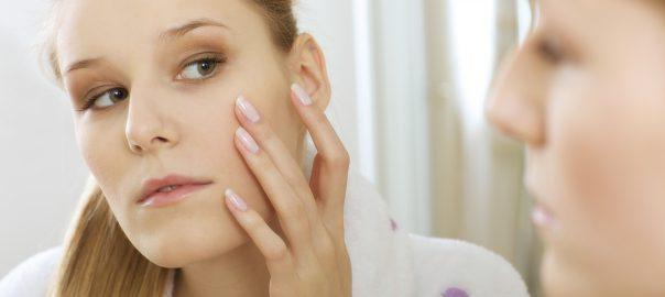 Dunkle Flecken an der Haut loswerden und entfernen