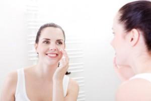 Tägliche Hautpflege hilft eingewachsene Haare, Pickel und Hautunreinheiten zu vermeiden
