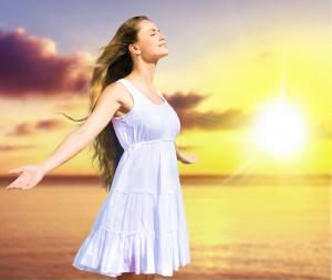 Ein leichtes Bad in der Sonne hilft gegen eingewachsene Haare - aber vorsicht vor Sonnenbrand!