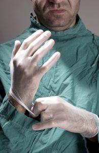 Saubere und sterile Finger verhindern die Bildung von Narben