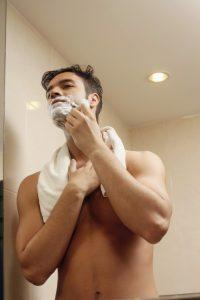 Der Grund für einen Rasurbrand sind oft falsche Rasiermethoden und eine falsche Hautpflege